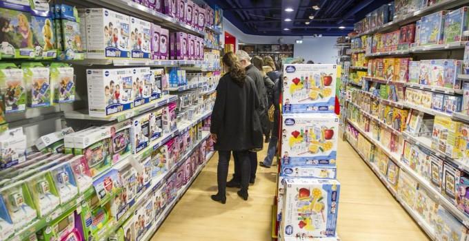 Noël : les enseignes de jouets misent sur les catalogues papier