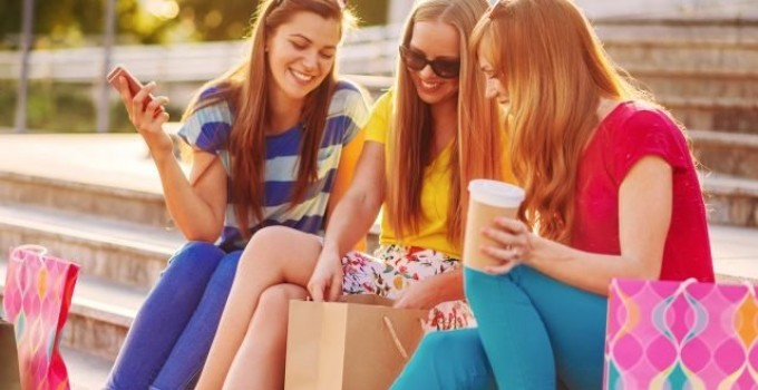 [FASHION NETWORK] Les millennials, ces jeunes qui adorent le shopping, même en magasins